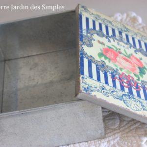 Adorable Boîte  bouquet Belle Époque  en fer blanc Grand modèle
